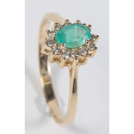 14 Karat Gold Ring Set with 12 Diamonds 0.3 Carat VS/H-I and 1/2-1 Carat Oval Emerald Size 7.5