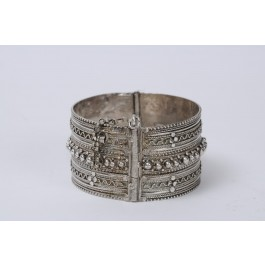 Ethnic Vintage 925 Silver and Filigree Hinged Calf Bracelet Israel 1950's