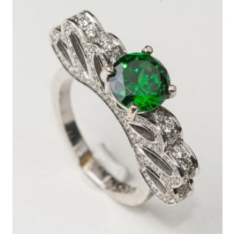 18 Karat White Gold Ring Mounted With Many Diamonds and One Green Stone Size American  8.5
